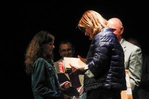 L'alcaldesa de Sant Boi lliura el premi a la Sofía